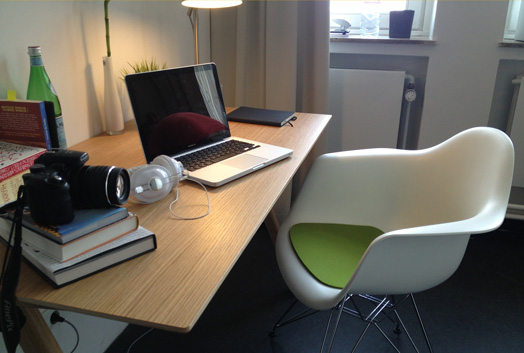 Desk - Facility of a furnished 1-room apartment